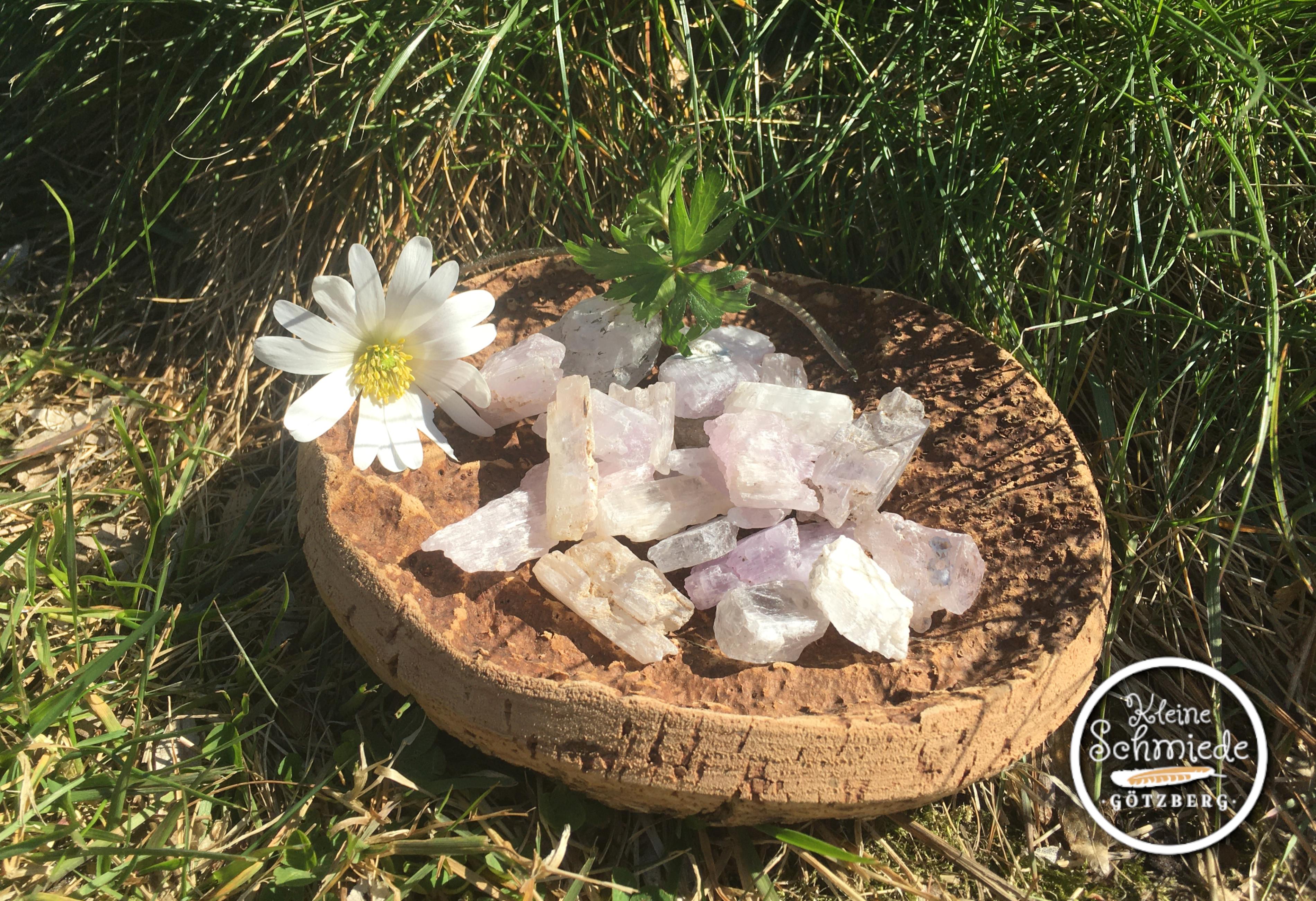 Kunzit-Rohsteine (lila)